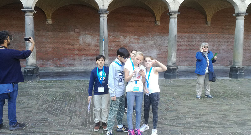 this is a picture of kids at the binnenhof